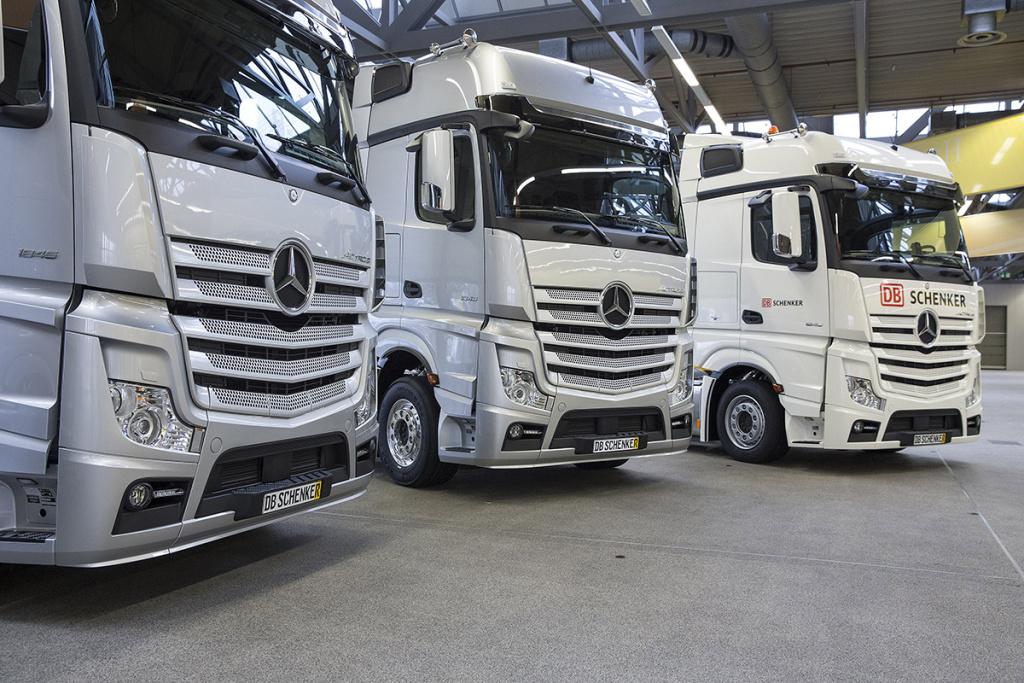 Neue Mercedes-Benz Actros als Racetrucks für das MERCEDES AMG PETRONAS Formel 1-Team.